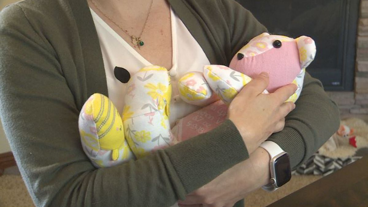 No Footprint Too Small offers weighted memory bears to serve as therapeutic tools for families that have lost a baby (SOURCE: Kamri Sylve/KOLN).