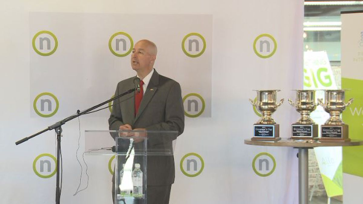 Governor Pete Ricketts visited Nelnet after Nebraska won the Governors Cup.<br />Source: Bryan Shawver