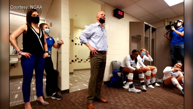 Craig Skinner meets with his players following Kentucky's win in the NCAA Volleyball Final Four.