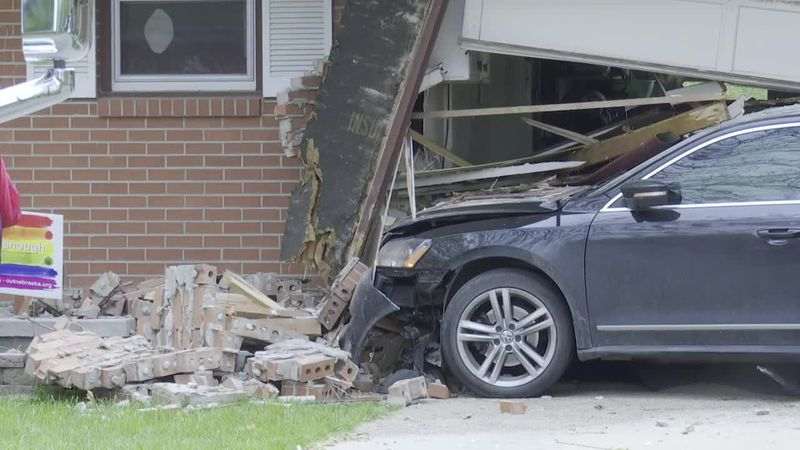 Car crashes into Lincoln home.