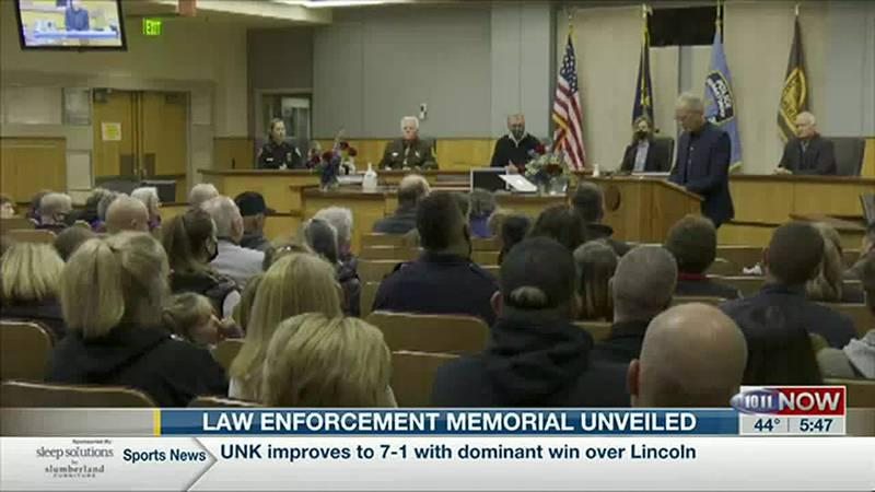 Lincoln Law enforcement memorial unveiled outside Hall of Justice