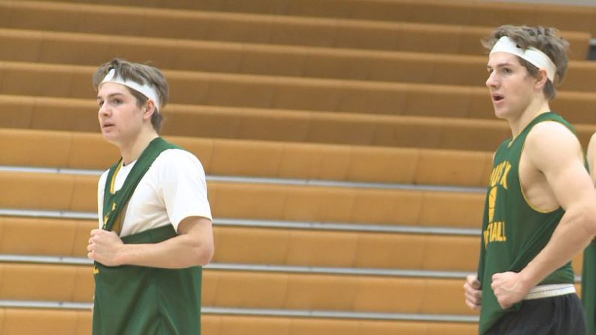 You know their dad, but now it's time to meet Sam and Charlie Hoiberg. The twins and youngest sons of Fred Hoiberg are making a name for themselves on the court at Pius X.
