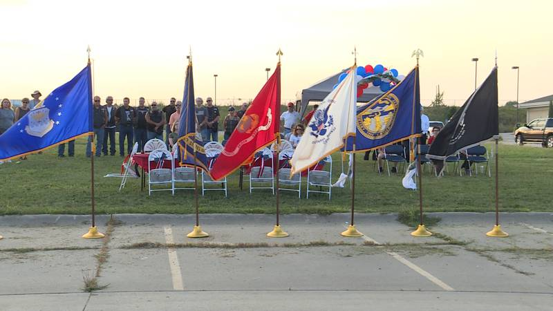 Lincoln couple hosts vigil honoring 13 troops who were killed in Afghanistan