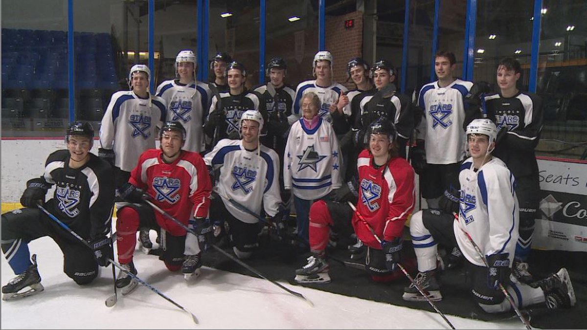 Lincoln Stars met with 88-year-old Connie Gallant after a practice Tuesday.