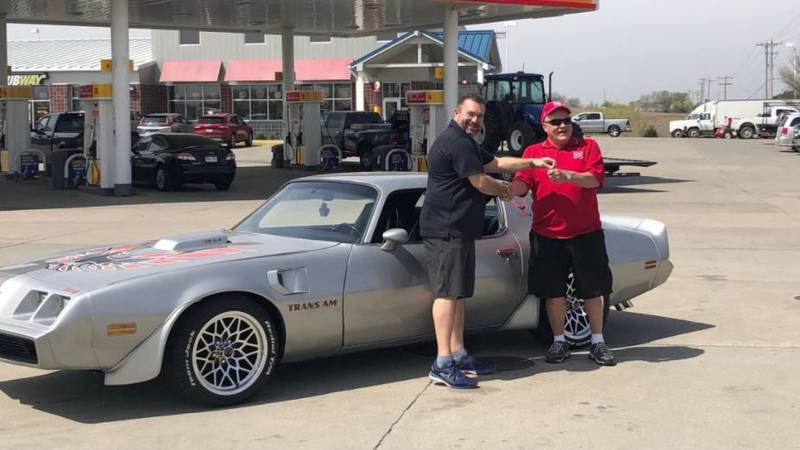 Willy Richardson receives the keys to the Team Jack Trans Am he won in a raffle.