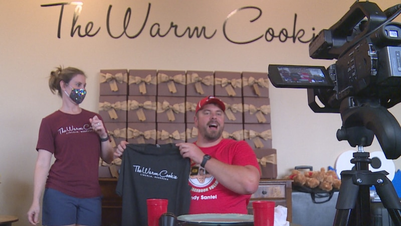Pro eater takes on massive ice cream sandwich challenge in Lincoln