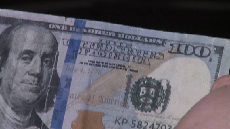 Fake $100 bill used at Lincoln garage sale