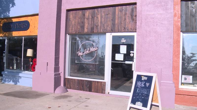 City Council approves expansion of 'Sidewalk Cafes' to include bars.