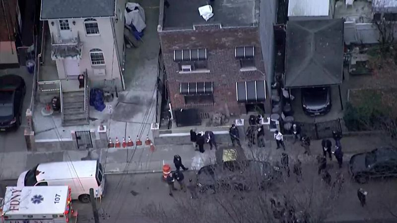 Multiple U.S. Marshals were injured in Bronx shootout. The suspect has died.