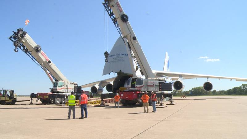 Massive cargo plane makes stop at Lincoln Airport
