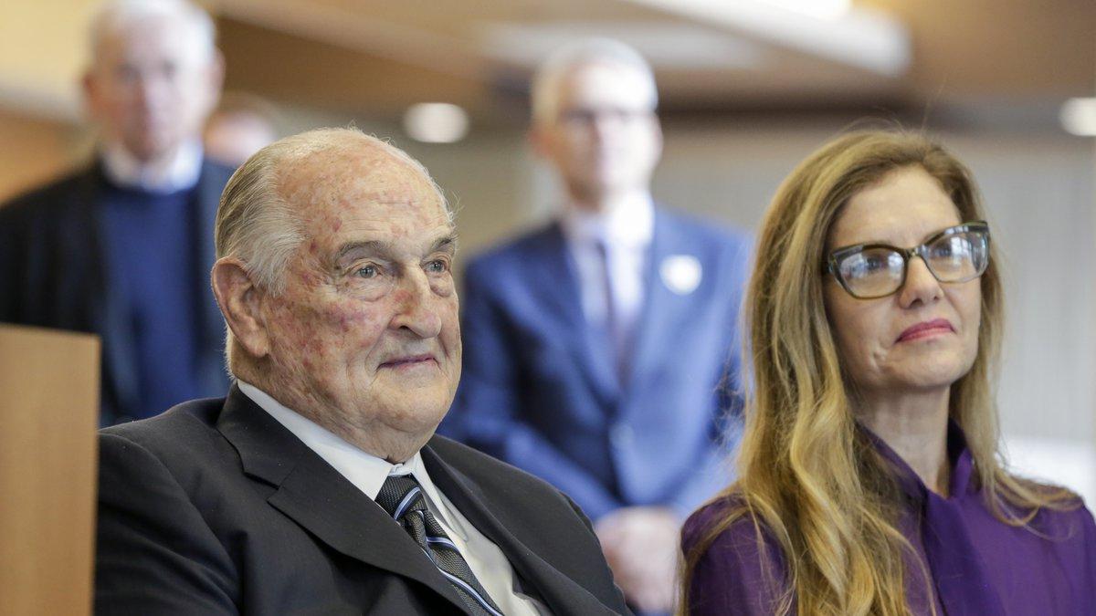 FILE - Philanthropist Walter Scott, left, sits next to Leslie Jackson, wife of glass artist...