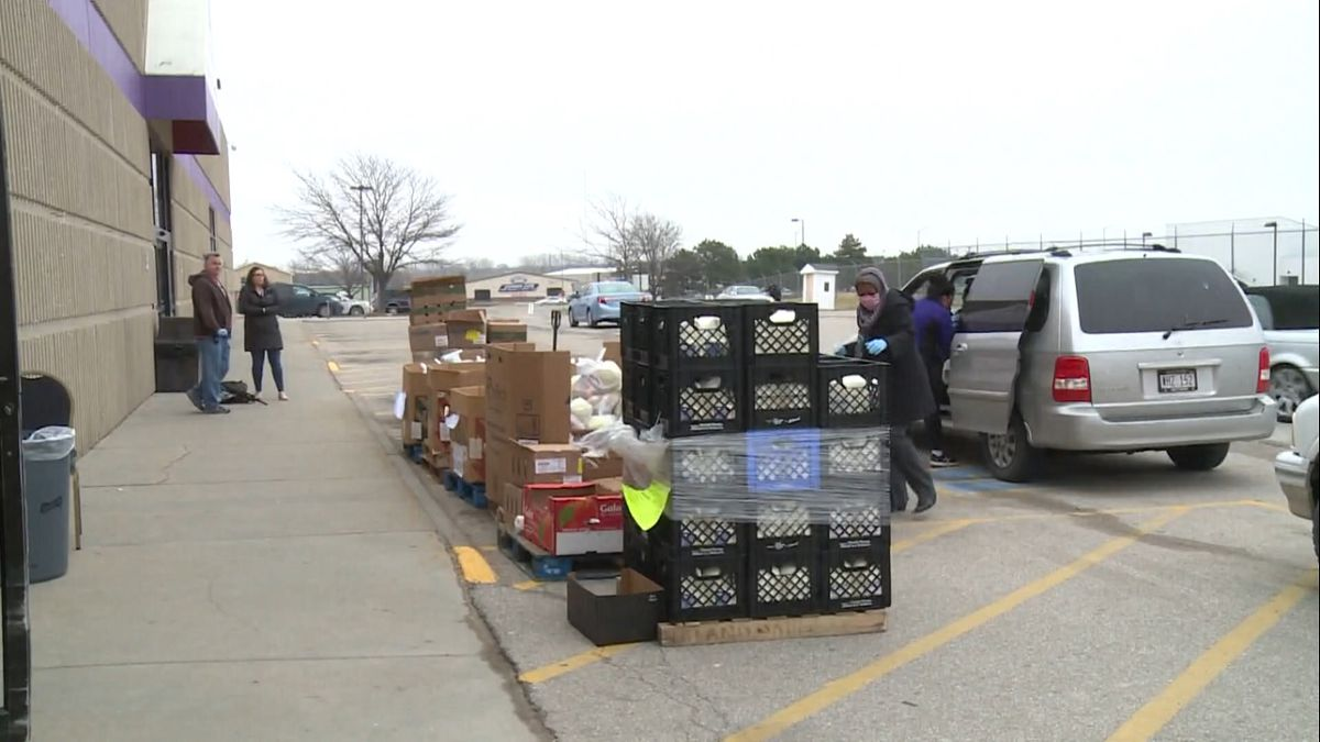The donation from Outdoor Solutions will help support the Center's efforts to feed Lincoln during the pandemic.