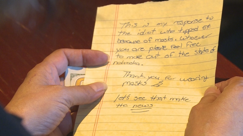 Lincoln woman gets big tip and note for wearing mask